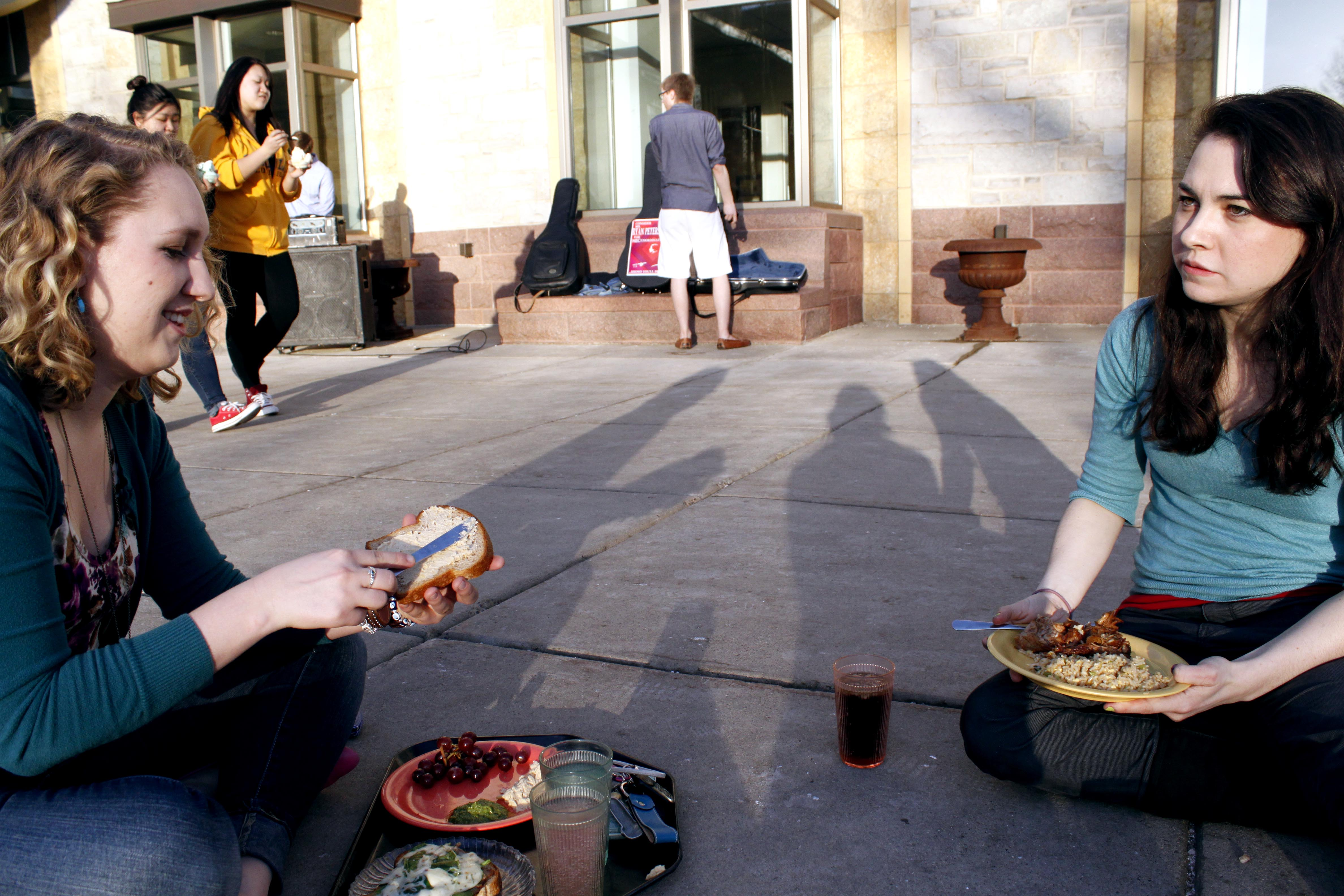 Photo of the Week: Outdoor Dining in March
